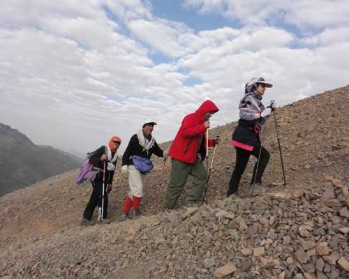 کوهنوردی در یک صف
