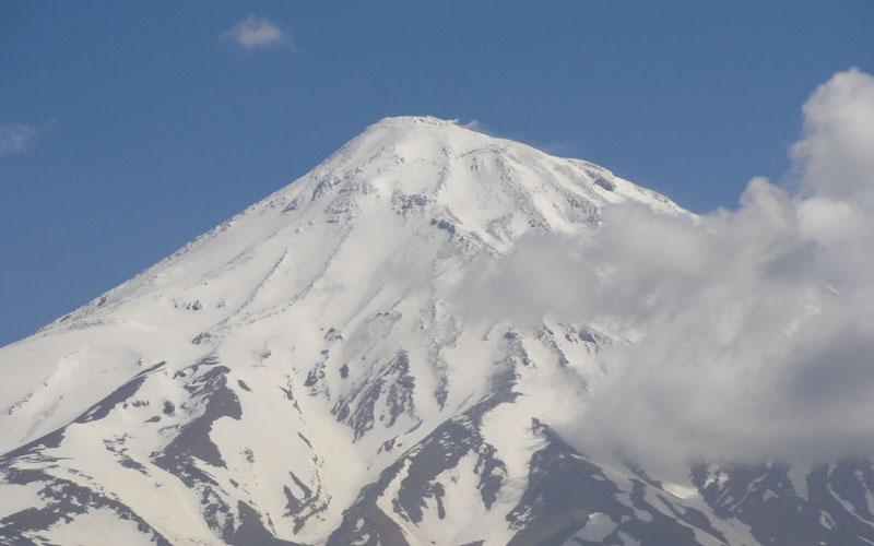 نمایی از قله